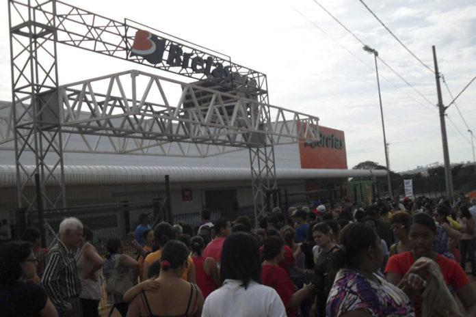 Bretas fecha loja de Paracatu